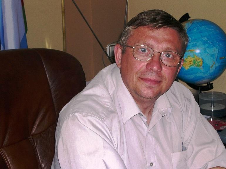Fedor-Shidlovsky-i-globus